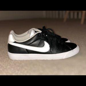 Nike Court Royale shoes